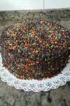 bolo-confeitado-brigadeiro-confeitos-coloridos-valinhos-sjcampos