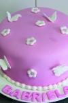 bolo-rosa-e-branco-flores-e-borboletas_0